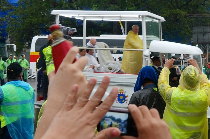 Pope Francis arrives at Rizal Park for Mass on Sunday, January 18.